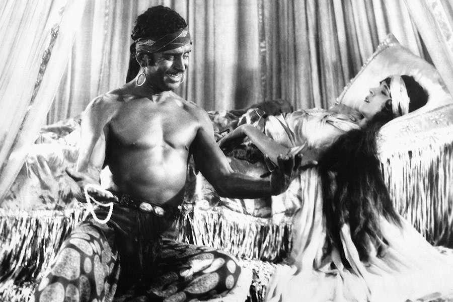 Douglas Fairbanks y Julanne Johnston. (The thief of Bagdad. United Artists. 1924.)
