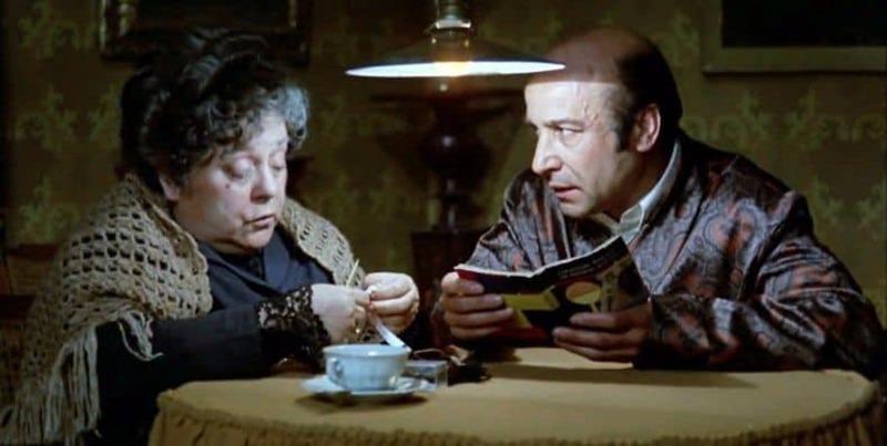 Rafaela Aparicio y José María Prada. (Ana y los lobos. Elías Querejeta Producciones Cinematográficas S.L. Olympusat. 1973.)