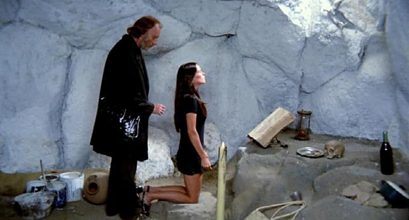 Geraldine Chaplin y Fernando Fernán Gómez. (Ana y los lobos. Elías Querejeta Producciones Cinematográficas S.L. Olympusat. 1973.)