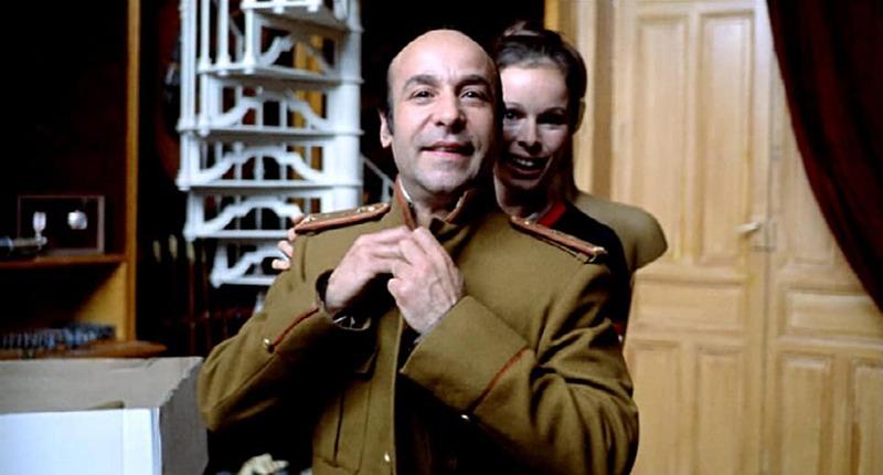 Geraldine Chaplin y José María Prada. (Ana y los lobos. Elías Querejeta Producciones Cinematográficas S.L. Olympusat. 1973.)