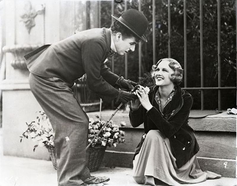 Charles Chaplin y Virginia Cherrill. (City lights. United Artists. 1931.)