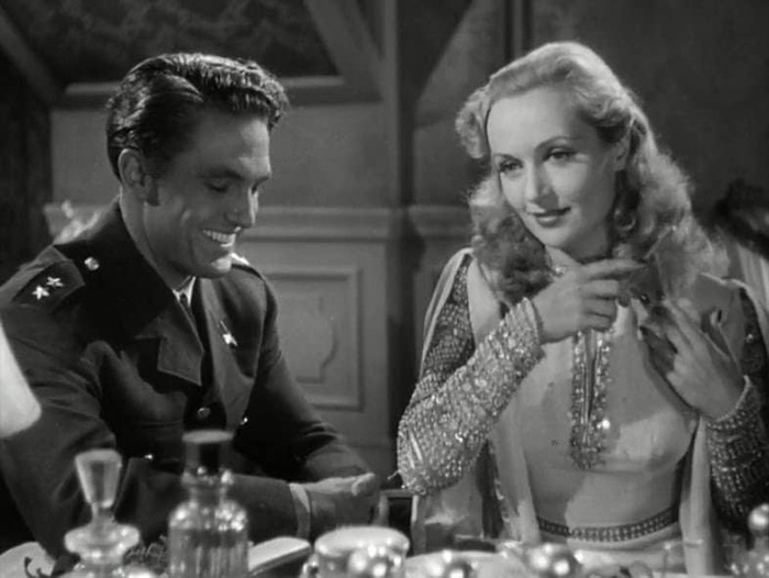 Carole Lombard y Robert Stack. (Ser o no ser. Romaine Film, Alexander Korda. 1942.)