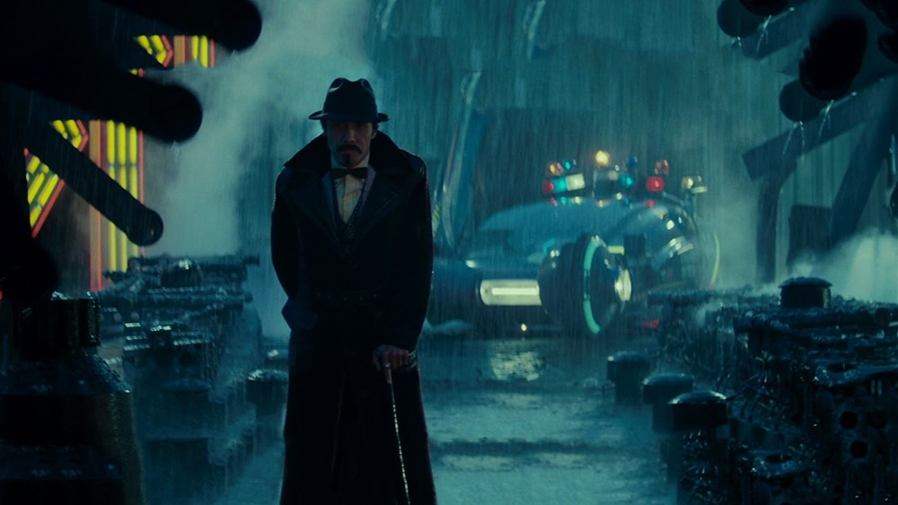 Edward James Olmos. (Blade Runner. Warner Bros., Ladd Company, Shaw Brothers. 1982.)