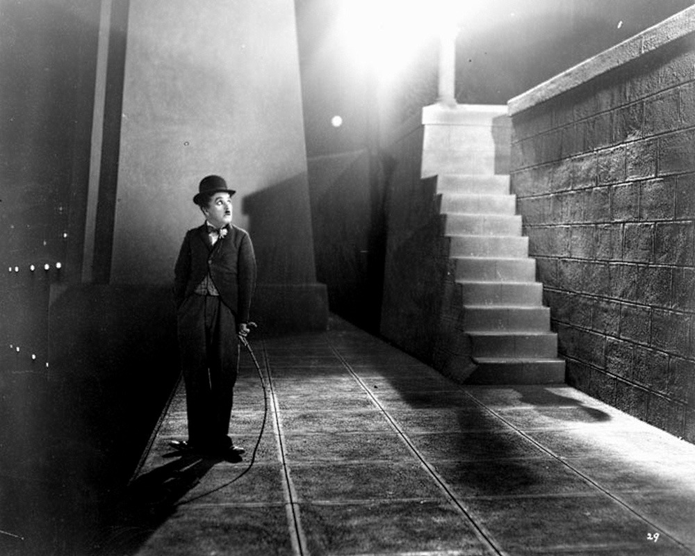 Charles Chaplin. (City lights. United Artists. 1931.)