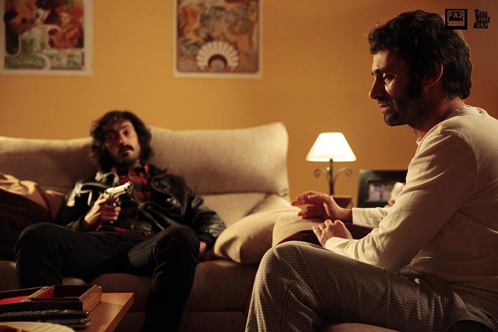 Denis Gómez y Alfonso Míguez. (La sentencia. Dama Negra Films. 2014.)