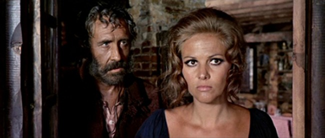Claudia Cardinale y Jason Robards. (Once upon a time in the west. Paramount Pictures. 1968.)