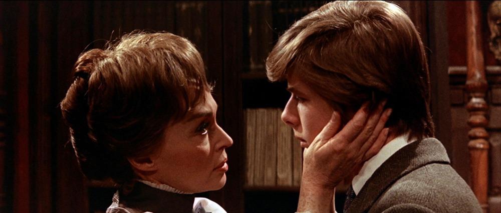 Lili Palmer y John Moulder-Brown. (La residencia. Anabel Films. 1969.)