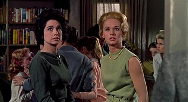 Tipi Hedren y Suzanne Pleshette. (Los pájaros. Universal Pictures. 1963.)