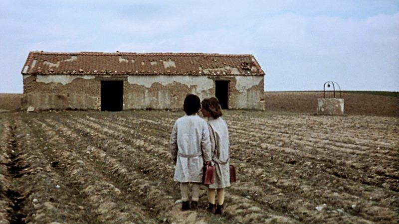 Isabel Tellería y Ana Torrent. (El espíritu de la colmena. Elías Querejeta. CB Films. 1973.)