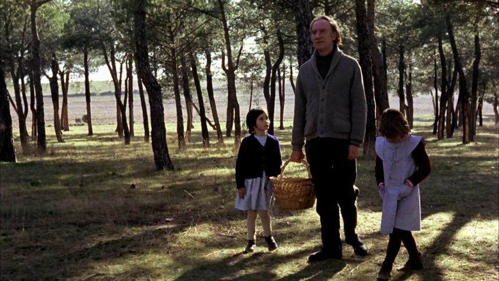 Fernando Fernán Gómez, Isabel Tellería y Ana Torrent. (El espíritu de la colmena. Elías Querejeta. CB Films. 1973.)