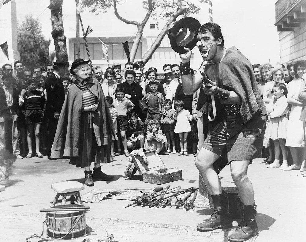 Giulietta Masina y Anthony Quinn. (La strada. Ponti de Laurentiis. 1954.)