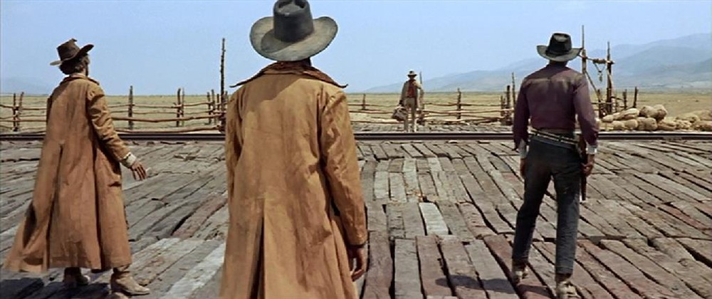 Jack Elam, Al Mulock Charles Bronson y Woody Strode.(Once upon a time in the west. Paramount Pictures. 1968.)