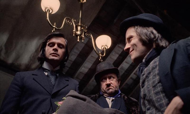 Ralph Bates, Ivor Dean y Tony Calvin. (Dr. Jekyll & Sister Hyde. Hammer Productions. 1971.)