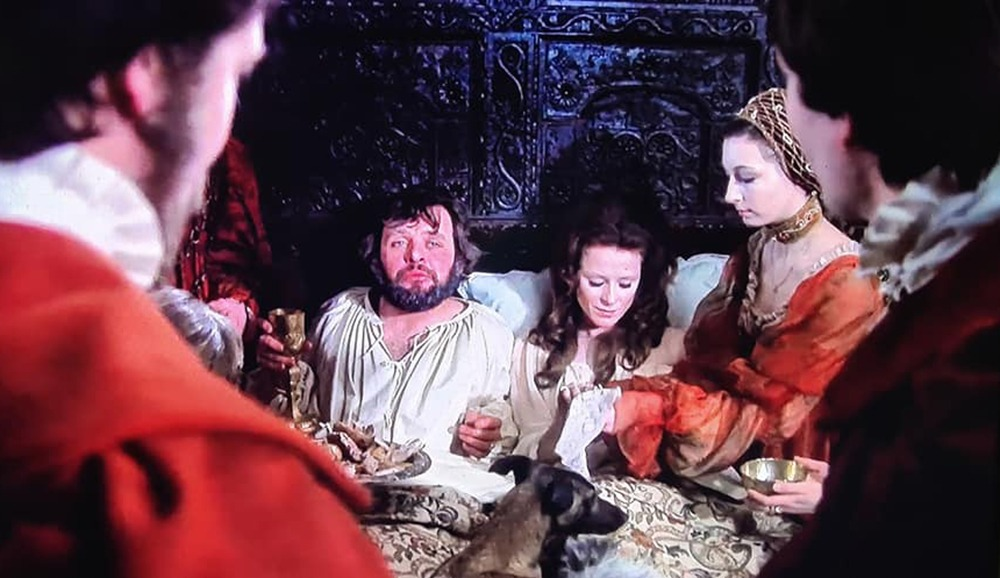 TONY RICHARDSON & SHAKESPEARE. KILL THE QUEEN. Antes de sumergirnos en la mortecina y rebelde atmósfera del Hamlet de Tony Richardson, repasemos un poco la historia. Vamos, no tan brevemente, al lío.