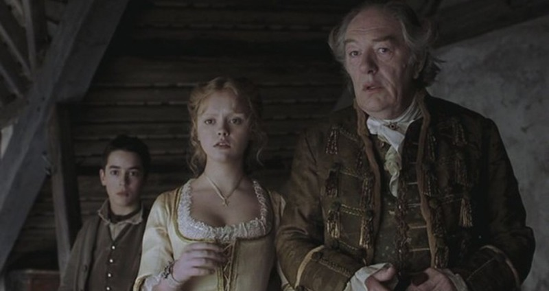 Christina Ricci y Michael Gambon. (Sleepy Hollow. Mandalay Pictures, Scott Rudin Productions, American Zoetrope. 1999.)