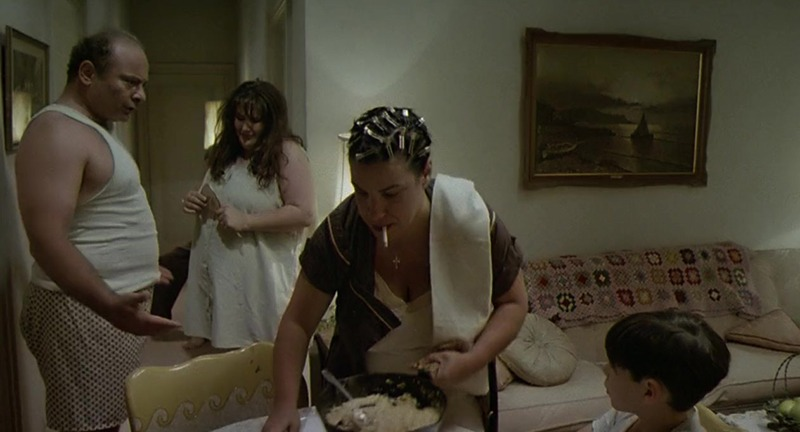 Burt Young, Ricki Lake y Camille Saviola. (Última salida, Brooklyn. Constantin Film, Bavaria Film, Allied Filmmakers. 1989.)