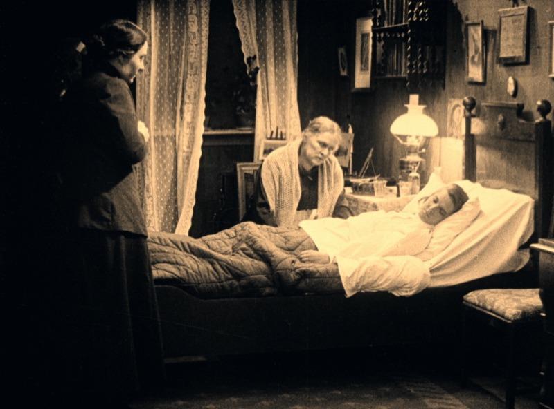Astrid Holm y Concordia Selander. (La carreta fantasma. Svensk Filmindustri. 1921.)