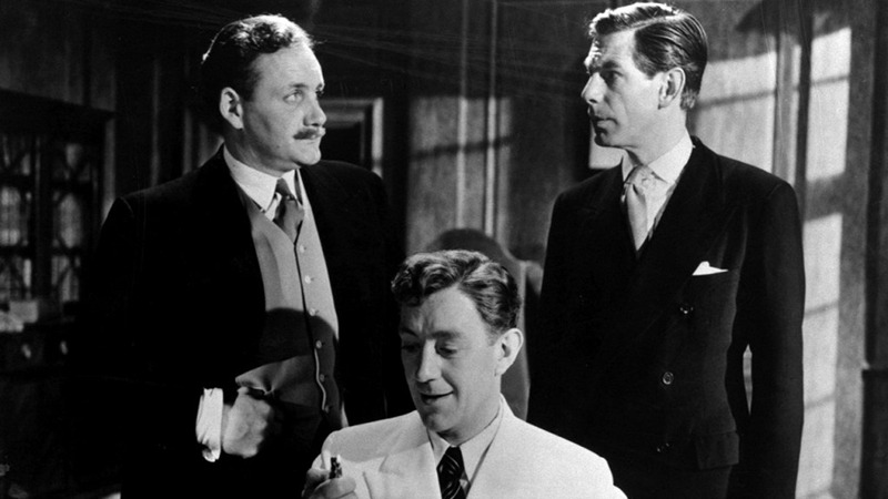 Alec Guinness, Michael Gough y Howard Marion-Crawford. (El hombre del traje blanco. Ealing Studios. 1951.)