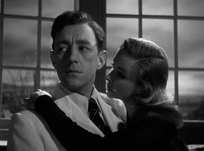 Alec Guinness y Joan Greenwood. (El hombre del traje blanco. Ealing Studios. 1951.)
